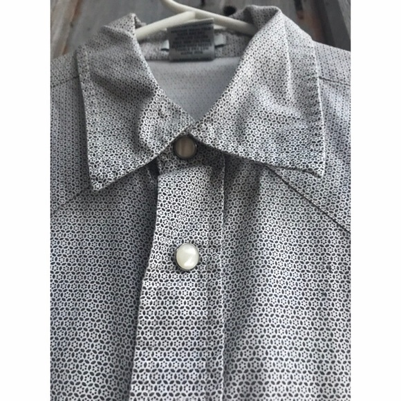 """Old Navy Other - """"vintage fit"""" blue & white men's snap button-up"""